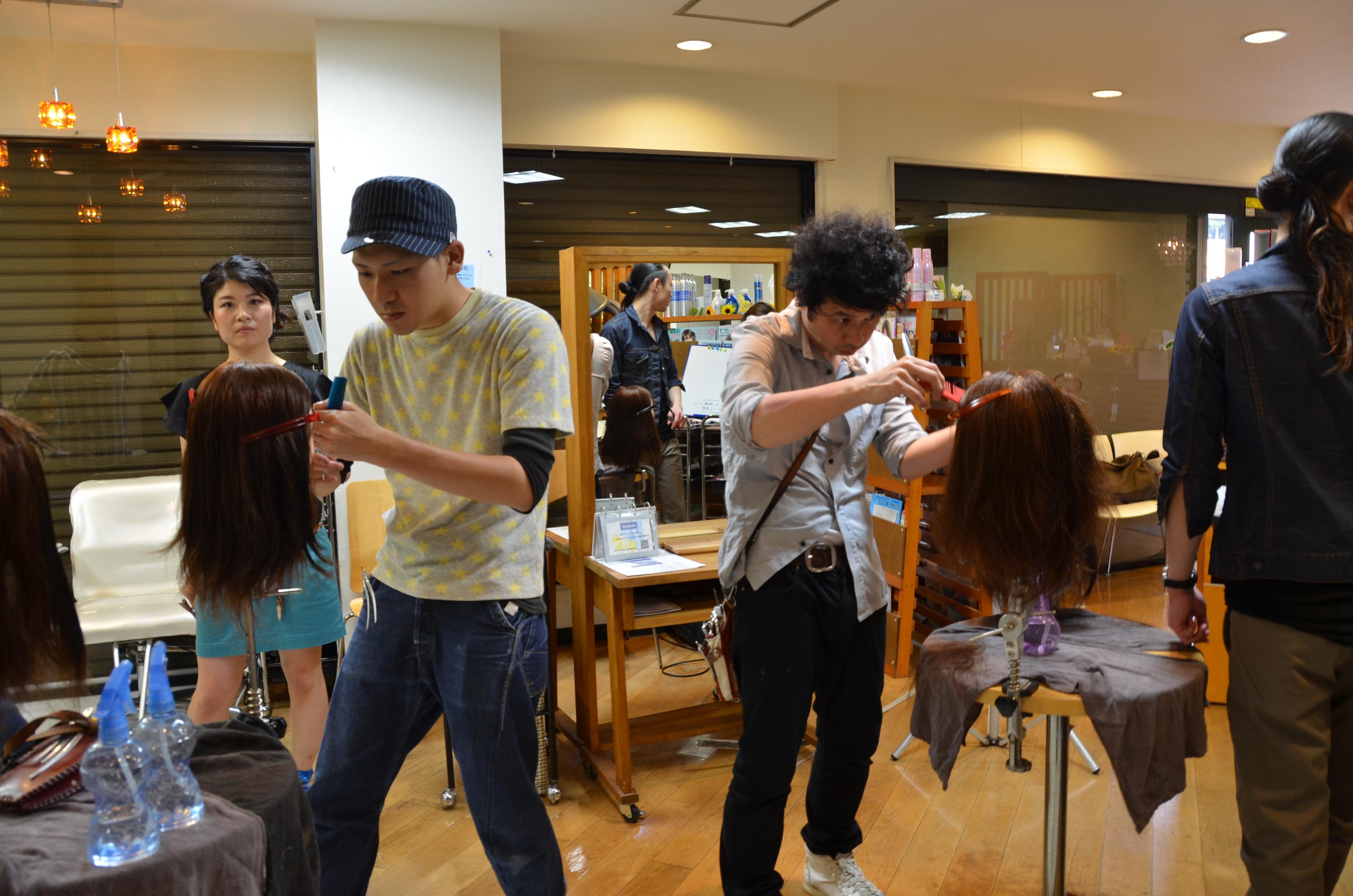 成田・富里のヘアサロン・美容院・美容室エムズハウスでは、社外&社内講習に参加、月1回ボランティアカットしています